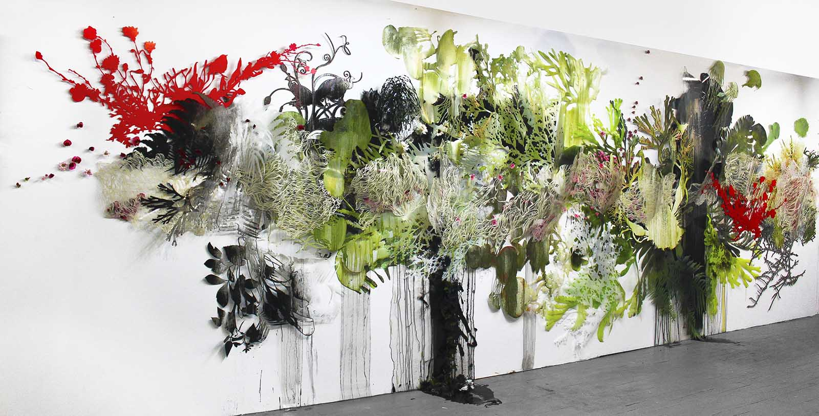 Wall sculpture with plant-like appearance
